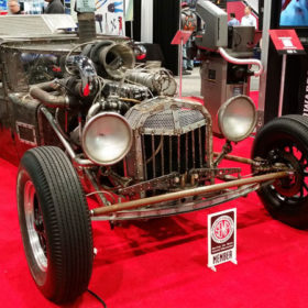 Vintage-Looking All Metal Car